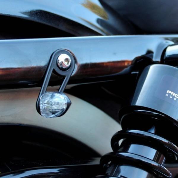 Univerzální držáky blinkrů na zadní tlumiče, otvory Ø 8 a 10 mm, ocelové, černé, (pár-2ks)